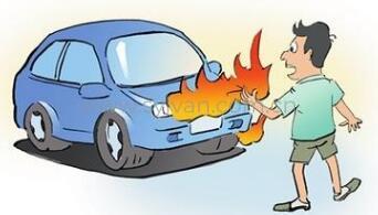 二环线轿车自燃致拥堵 修车师傅:最好买自燃险